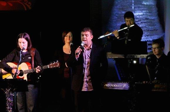 Mike Stanley sings Dear Elizabeth